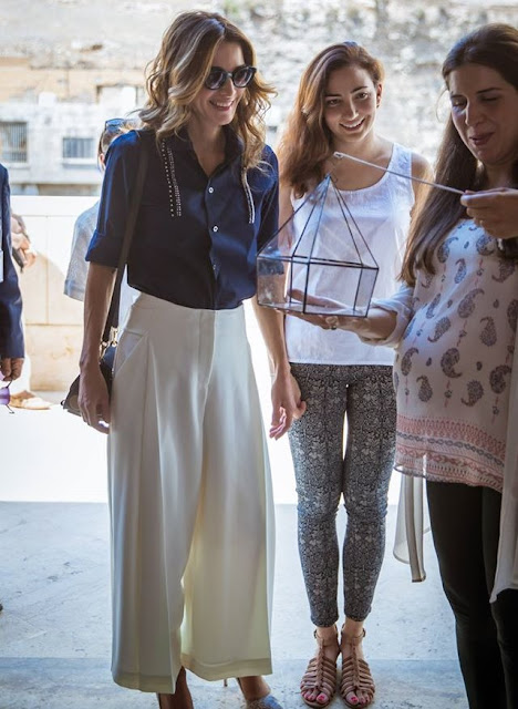 Queen Rania visits Amman Design Weeks exhibition at the Raghadan Terminal in Amman. Fashions, style weeks