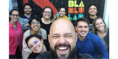 Foto estilo selfie que aparece todos os participantes do workshop.