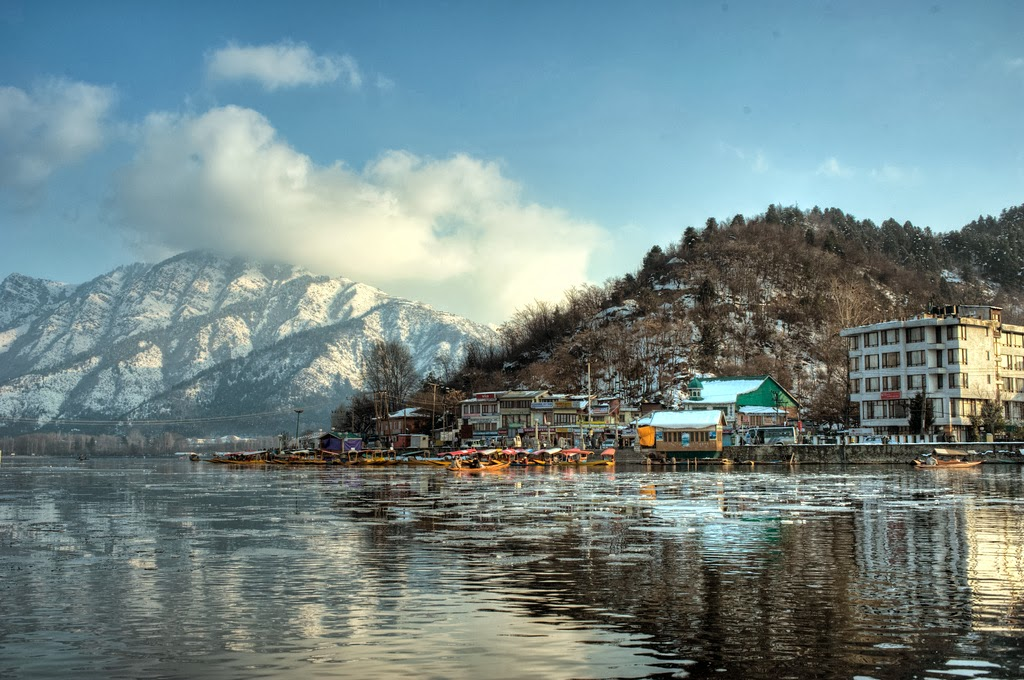 Mesmerizing Dal Lake Is An Ultimate Sight In Srinagar Throughout The Year