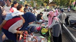 Sambut Ramadan, HMPS BKI Bagi Jilbab Gratis.