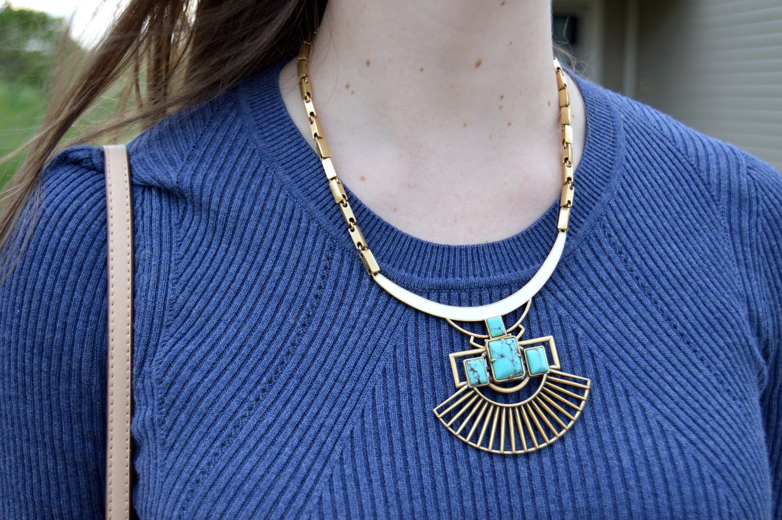stella and dot sunray pendant necklace | stella and dot review | pendant necklace | what to wear with a turquoise necklace