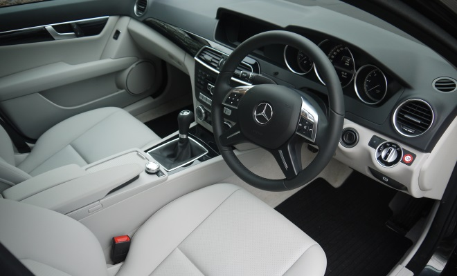 Mercedes-Benz C220 CDI BlueEfficiency Executive SE interior