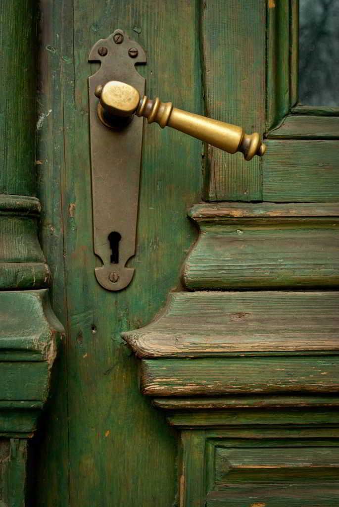 Model Gagang Pintu Rumah Klasik