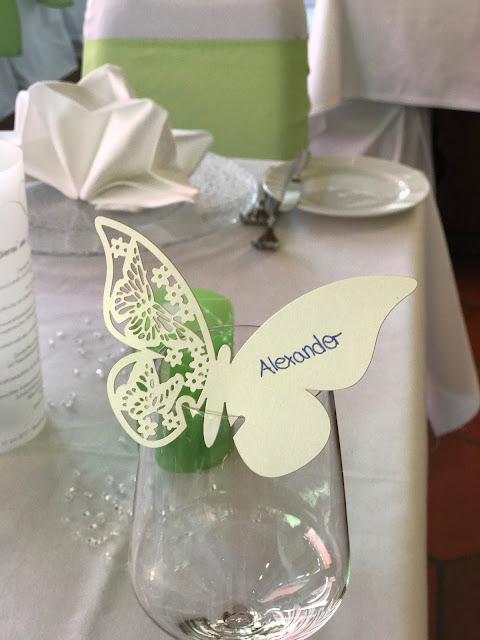 Tischkarten Schmetterlinge, Sommerhochzeit in den Bergen von Garmisch-Partenkirchen, Riessersee Hotel ihr Hochzeitshotel in Bayern, Apfelgrün und Weiß, Hochzeitsplanerin Uschi Glas