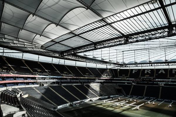 foto de las tribunas del estadio de futbol Commerzbank Arena