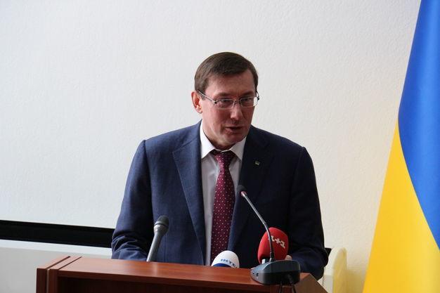 Слідство не просунулася в розслідуванні вбивств Окуєвої і Шеремета - Луценко