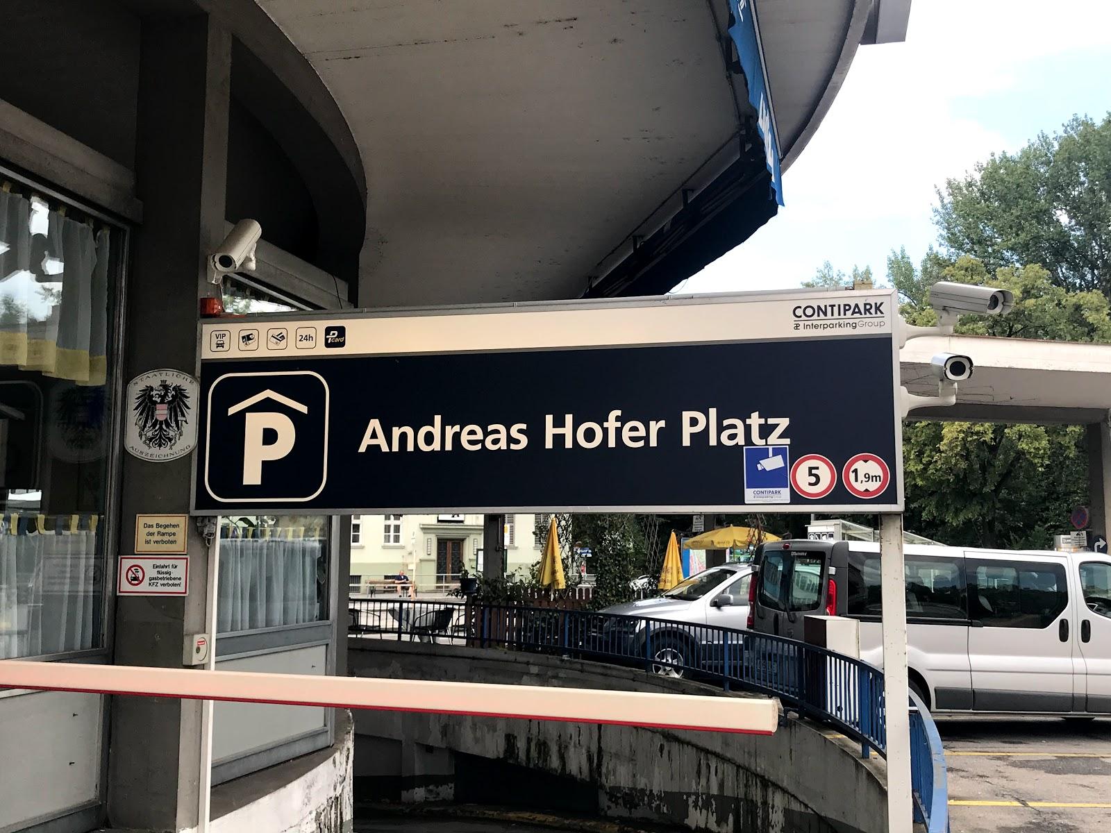 Ihr wollt einen Kurtripp von nur 24 Stunden planen und wisst nicht wohin? Wie wär es denn mit Graz? In meinem heutigen Blogpost erfahrt ihr alles zu den günstigen Parkmöglichkeiten in Graz sowie leckeren Gastros, Kaffees und Sehenswürdigkeiten in Umkreis von maximal 10 Gehminuten. Schaut vorbei und seit gespannt auf www.moreaboutdanie.at