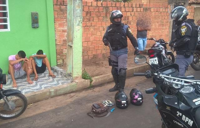 POLÍCIA: Esquadrão Águia captura dupla suspeita de praticar assalto no Largo de São Sebastião