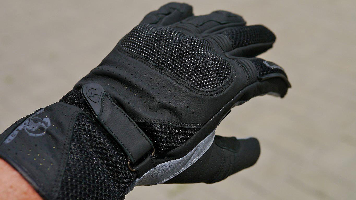 0215d7c1fb5 Opět rukavice představené na jaře. Nyní již běžně na našem skladu. Model  VENT je jak název napovídá velmi dobře ventilovaný. Jde o typicky letní