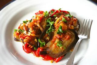 eggplant casserole imam bayildi, bakłażany zapiekane