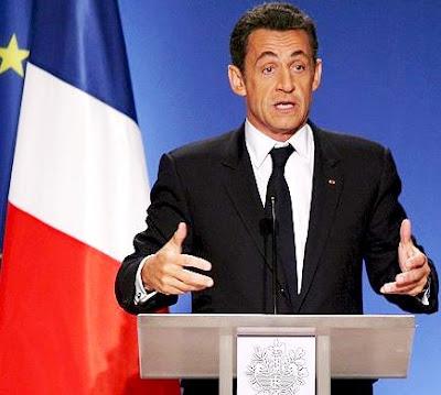 Foto de Nicolas Sarkozy hablando al público