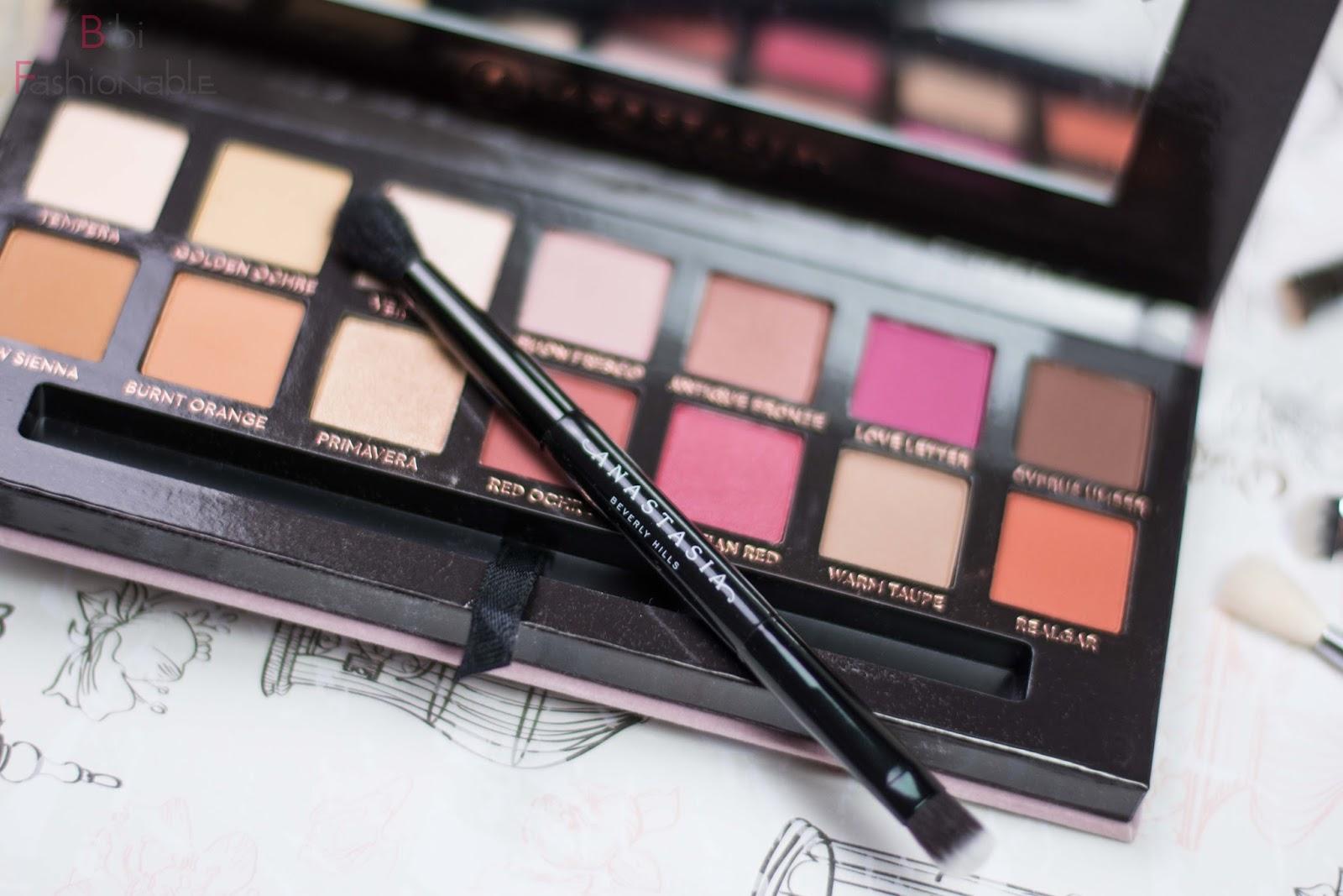 Anastasia Beverly Hills Modern Renaissance Eyeshadow Palette Pinsel