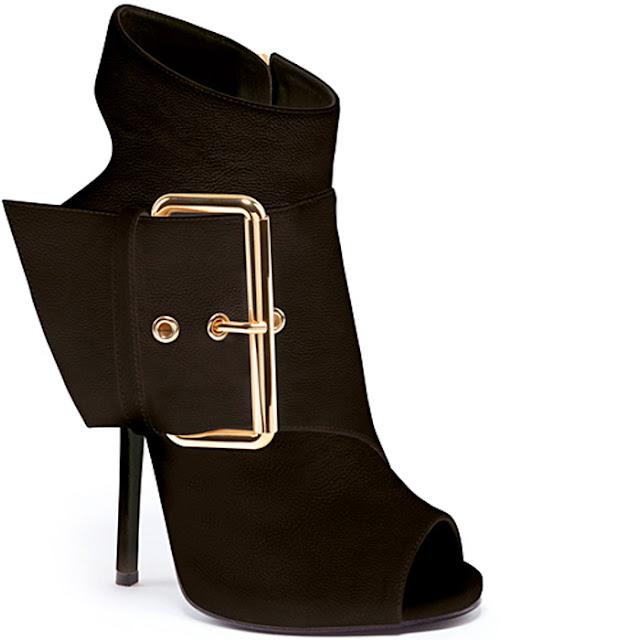"""Giuseppe Zanotti Spring 2013 Footwear Collection . Aloha girls, ayo ayo pada ngaku siapa yang suka banget sepatu? Aku, aku dan aku...suka banget sama yang namanya """"SEPATU"""". Kayaknya kalo lihat sepatu - sepatu yang dipake selebriti suka ngiri pengen punya juga hihi... Ini merupakan post pertama aku tentang sepatu, kita lihat yuk untuk Giuseppe Zanotti Spring 2013 Shoes Collection sebagai berikut ini :"""