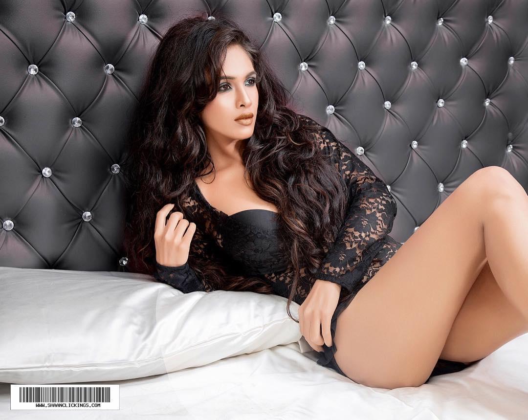 Sexy Aalia Bedi Boobs Cleavages  Daughter Of Pooja Bedi And Neha Malik Boobs Nude -1155