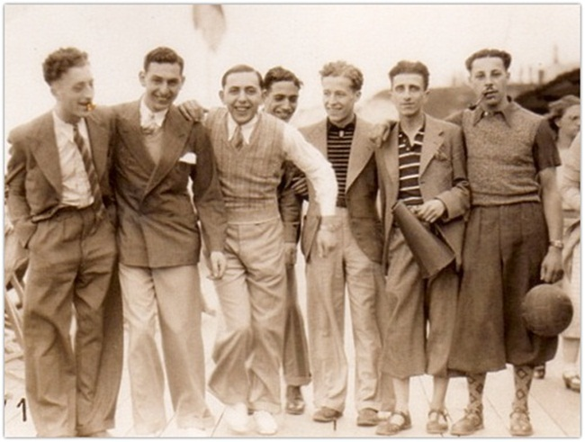 18 Interesting Vintage Photos That Show Men's Street