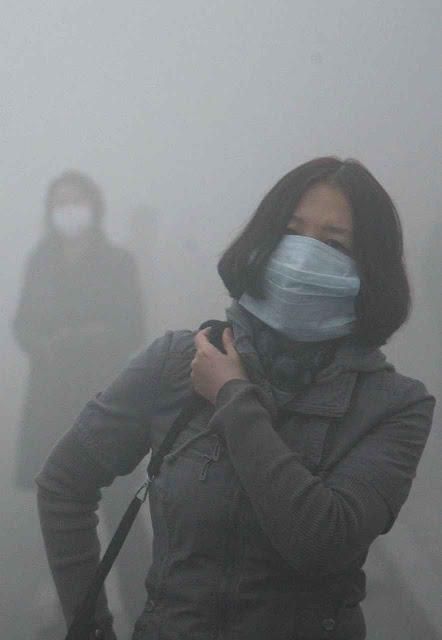 Visibilidade ia até 200 metros na capital de um país 'herói' na luta contra o CO2 produzido pelos 'ricos capitalistas'