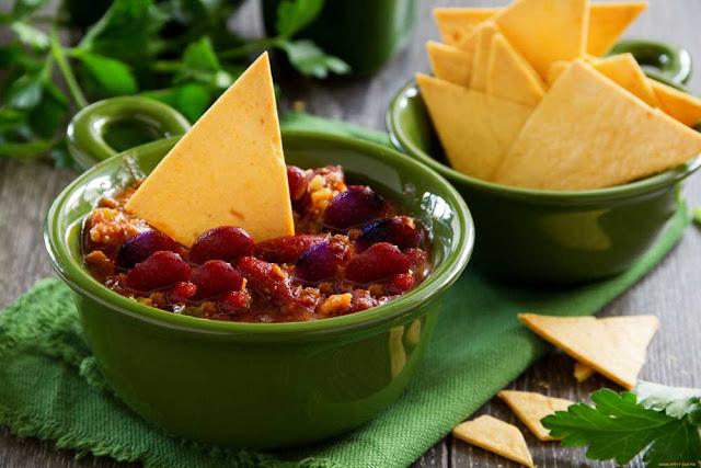 Лобио - блюда из отварной фасоли. Различаются сортами фасоли, степенью разваренности и приправами.