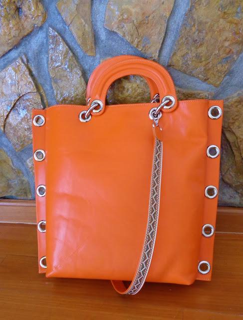 Tote bag Orange bag Tildy bag- Mala em pele de cor laranja e alça suplente com desenhos em tons verdes e laranja