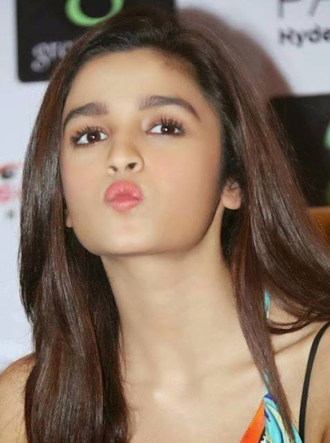Alia Bhatt movies,biography,Bikini,Upcoming new Movies,Latest news,Boyfriend,Family,Date of birth,Dresses,Films,Parents,First Movie