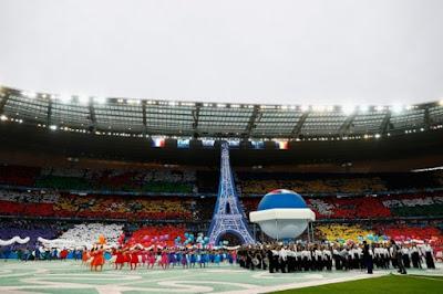 Lively start of Euro 2016 final at Stade de France