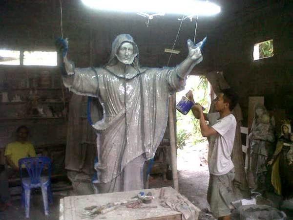 pembuatan patung yesus memberkati