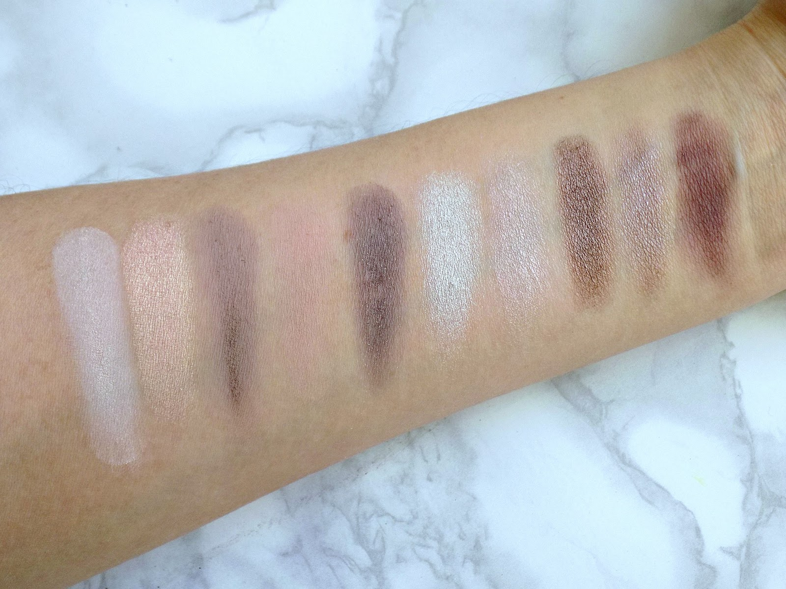 Zoeva En Taupe palette swatches