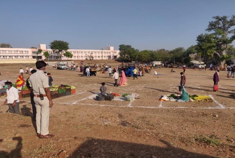 Jhabua Live News- आगामी ३ दिनों तक घरो से बाहर न निकले, जिला प्रशासन द्वारा की जा रही है बेहत कठोर कार्रवाई