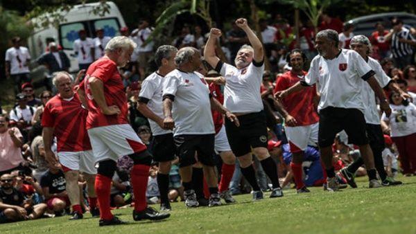wholesale dealer 35b72 d48c3 La cancha se estrena con un partido amistoso con artistas, políticos,  sindicalistas y exjugadores, que respaldaron la candidatura presidencial de  Lula para ...