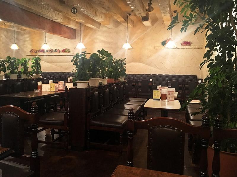 東京メトロ九段下駅下車徒歩10分の日本教育会館(一ツ橋ホール)の1階にある純喫茶つ『喫茶室プシケ』の店内