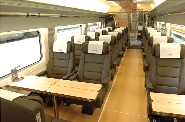Interior do trem de Paris a Barcelona