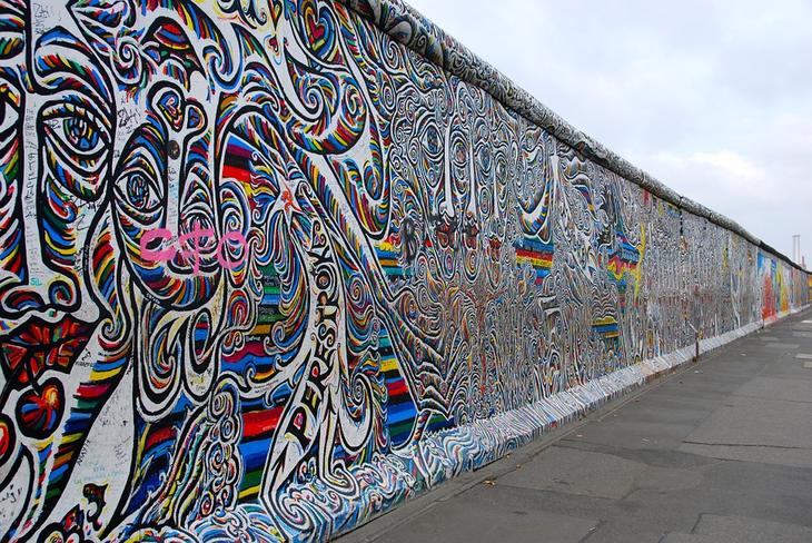 grafiti di tembok berlin