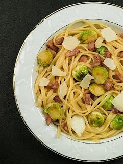 Spaghetti z brukselką i boczkiem