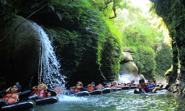 Paket Basic Santirah River Tubing
