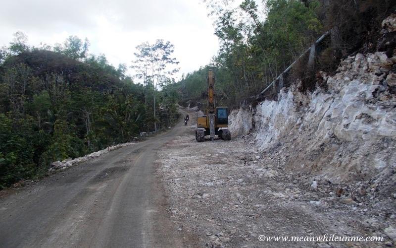 proyek pengembangan jalan menuju pantai klayar pacitan