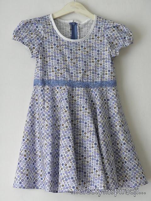 e-fectyinspiracji, sukienka dla dziewczynki, bufiaste rękawki, jak uszyć, moda dziecięca, pomysł na prezent, koronka, wkończenie dekoltu, biała lamówka