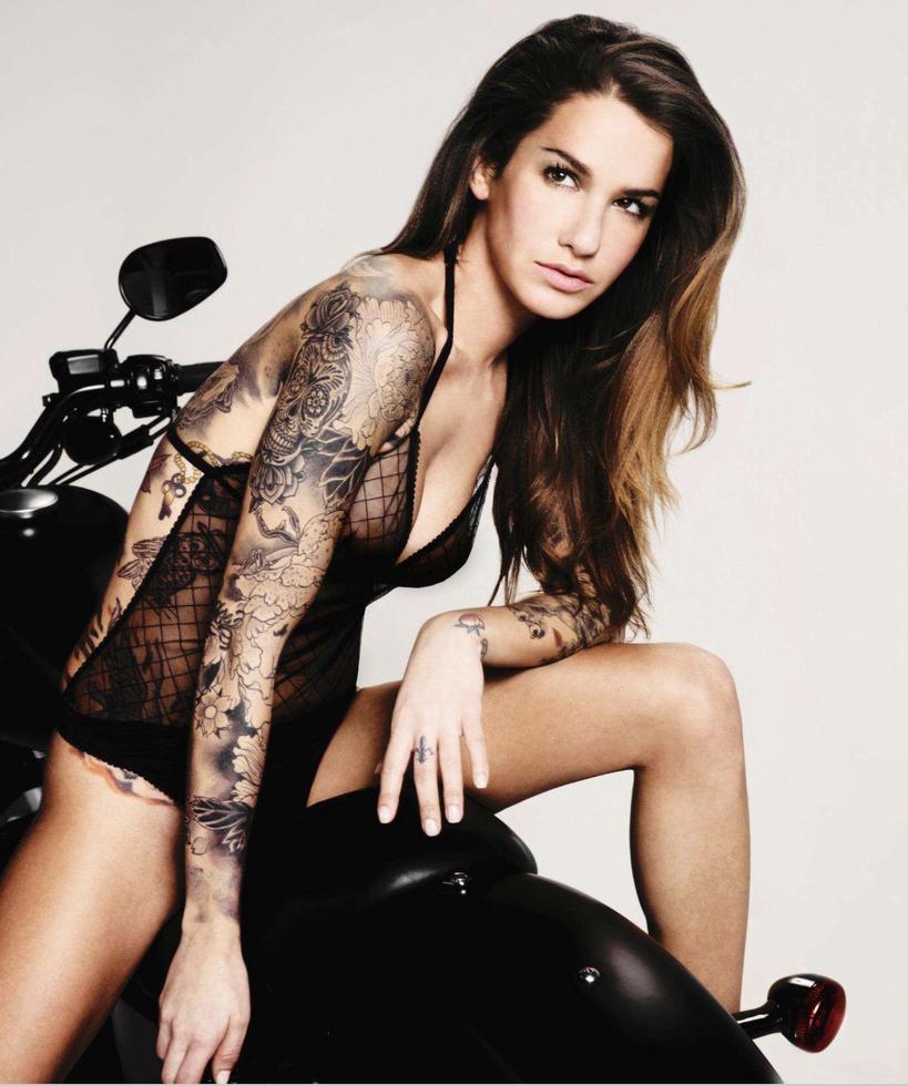 Amanda Logue Nude camo playboy layouts   muzon