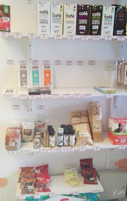 Produtos alimentares à venda na loja comércio justo