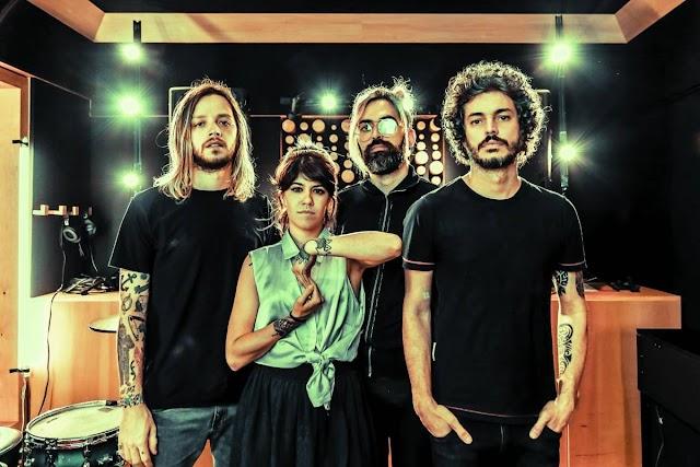Supercombo faz show de lançamento de novo álbum em São Paulo