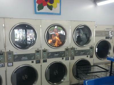 Un bon vieux feu de cheminée dans une machine à laver.