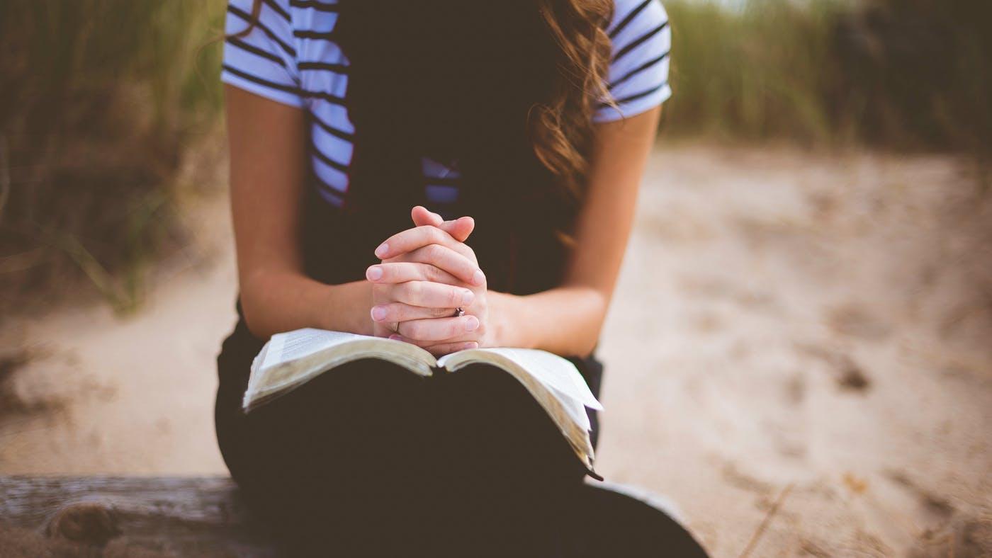 Viviendo postrados en adoración