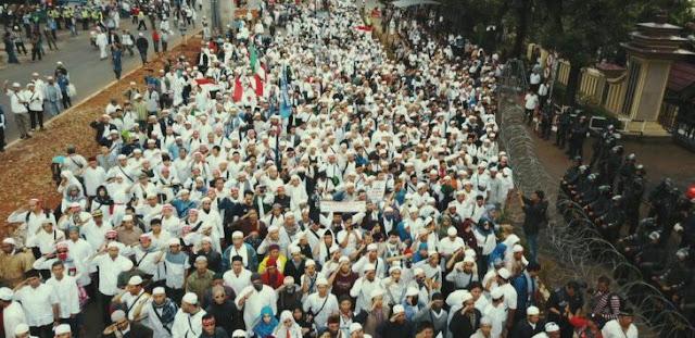 Merinding Dengar Massa FPI Nyanyi Indonesia Raya di Depan Mabes Polri, Nih Videonya