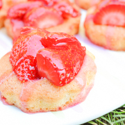 http://www.day-dreamin.com/2016/06/lovely-strawberry-cakes-Erdbeerkuchen.html