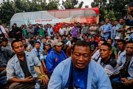 Sandiaga Temui Sopir Angkot tanpa Bawa Solusi, Begini Jadinya