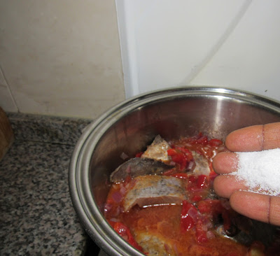 Cooking coconut rice with tomatoes and vegetables step by step 05