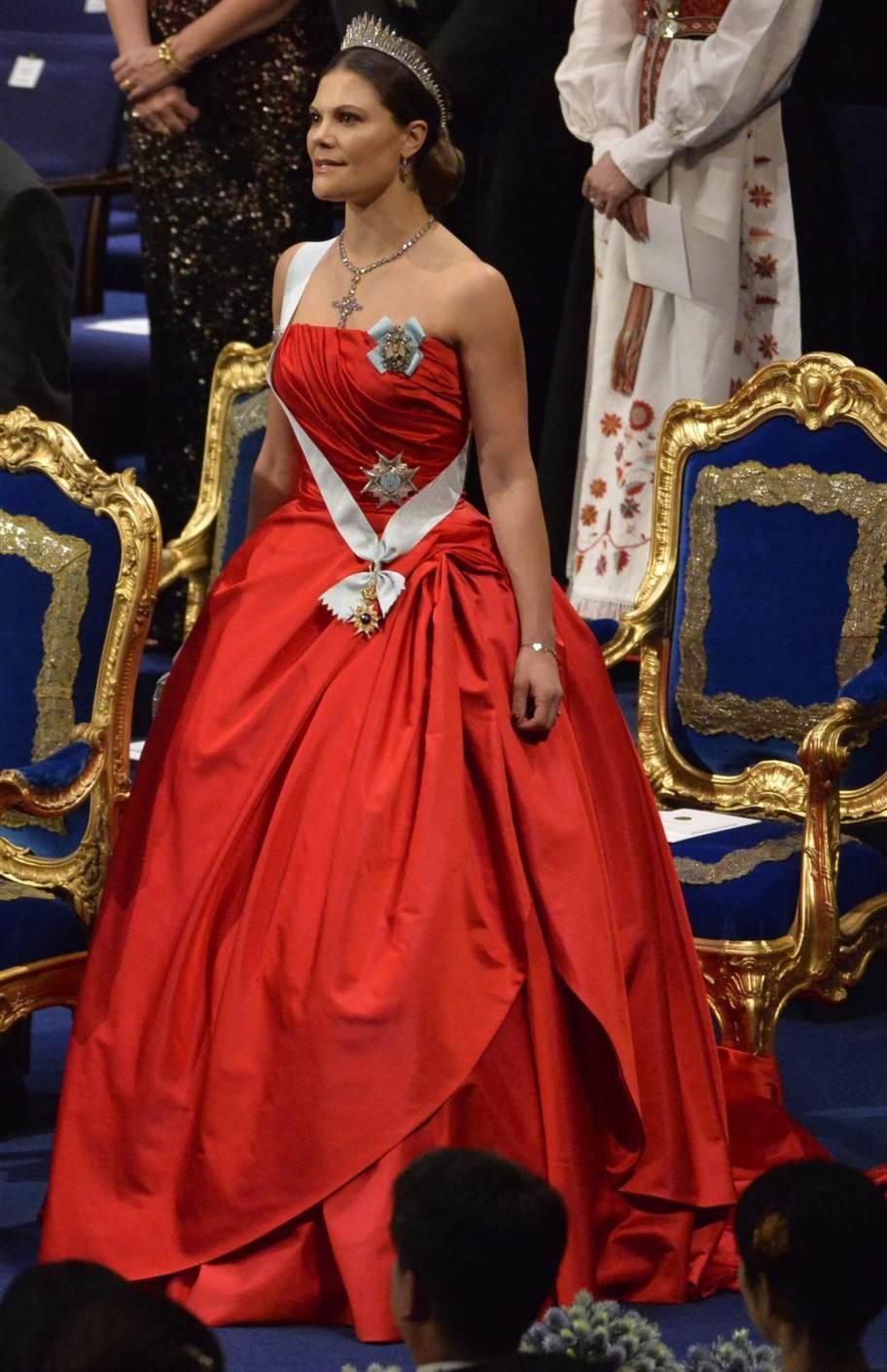 Nobel Prize Awards Ceremony 2014 Newmyroyals Amp Hollywood Fashion