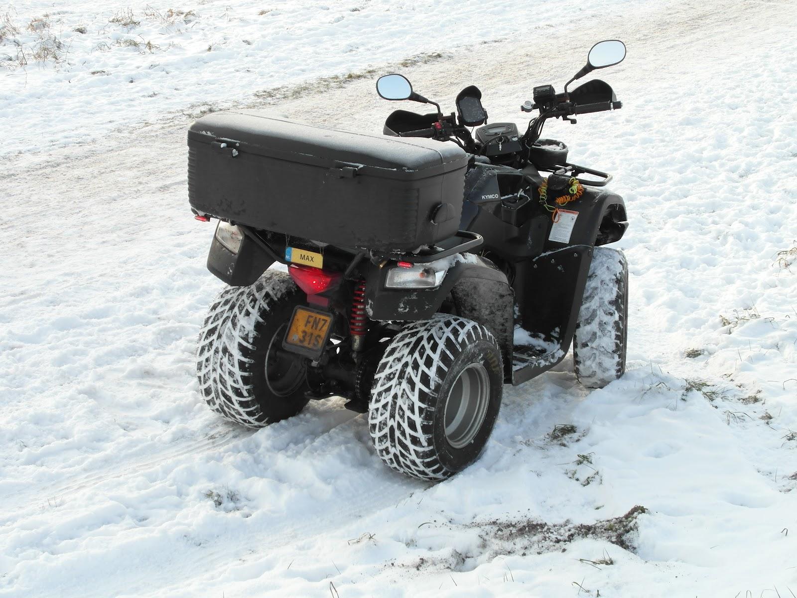 kymco mxu 50cc quad kymco quad mxu 50cc in de sneeuw. Black Bedroom Furniture Sets. Home Design Ideas