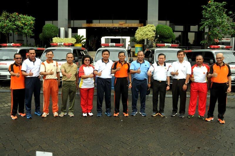 TNI Terima Bantuan Mobil Ambulan dari PT Asabri