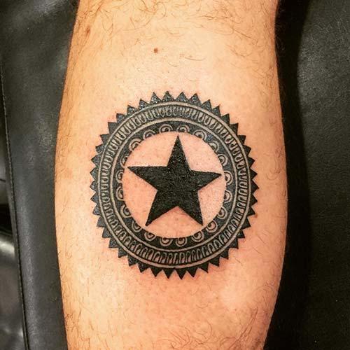 converse star tattoo çember içinde yıldız dövmesi