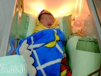 Kasihan, Bayi Mungil ini Dibuang Orangtuanya di Teras Rumah Warga Gresik
