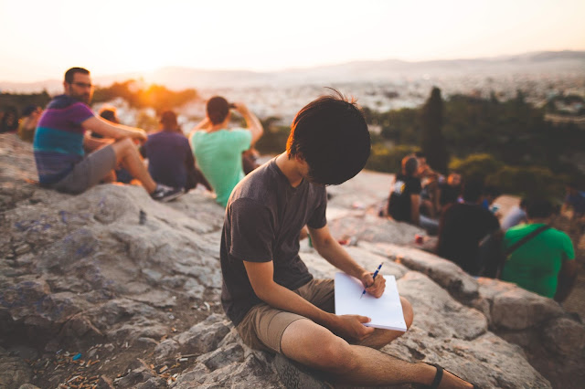 Pertama Kali Berkenalan Dengan Dunia Tulis Menulis
